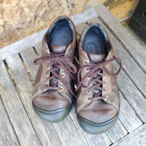 Keen Austin brown leather lace up low hiking shoe